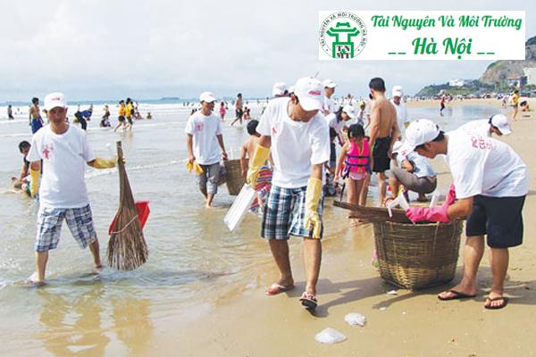 Chung tay dọn dẹp rác thải bảo vệ môi trường biển